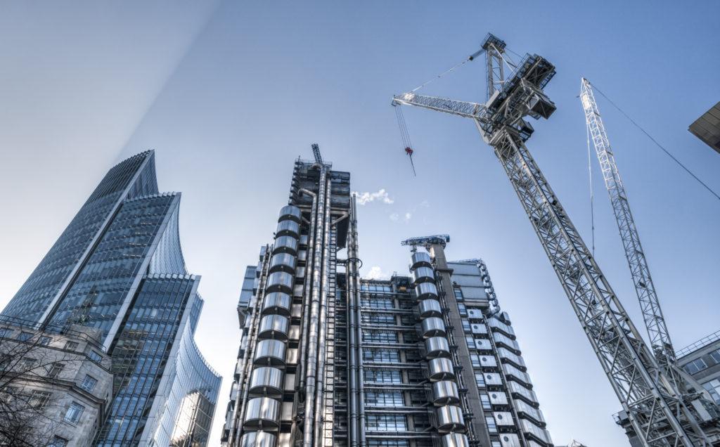 Tour de Londre en travaux avec grue responsabilité décennale des constructeurs