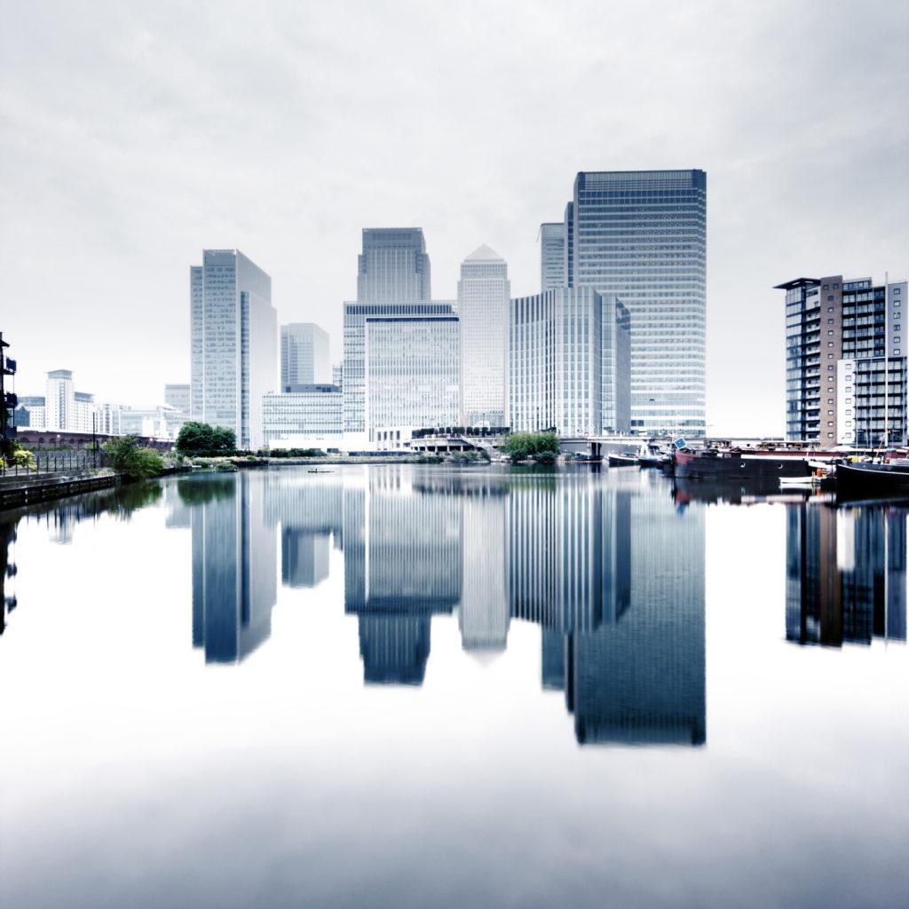 tour design-Canary Wharf - London - réverbération de l'eau - assurances promoteur