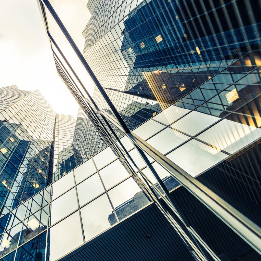 facade immeuble en verre- abstrait